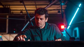 Kevin Di Serna, un DJ pampeano que se hace escuchar en el mundo, con su música «consciente y desde el corazón»