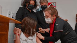 La ministra de Salud lanzó la campaña de vacunación pediátrica desde Santa Rosa
